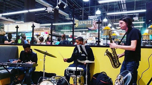 Trio vibes from Friday at @wholefoodschi in Englewood! By far the most festive Whole Foods in the city! #thebeatpusha #jazz #stereogenius #chicagofood #chicago #recordingartist
