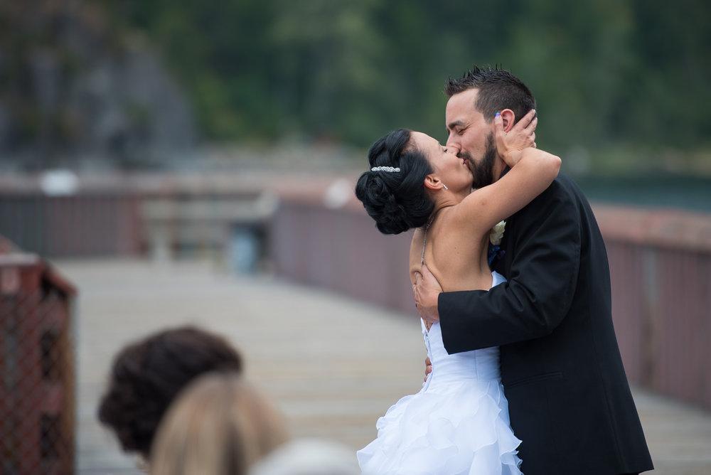 vancouver-island-wedding-photographers-nelson-hume-hotel-wedding-20.jpg
