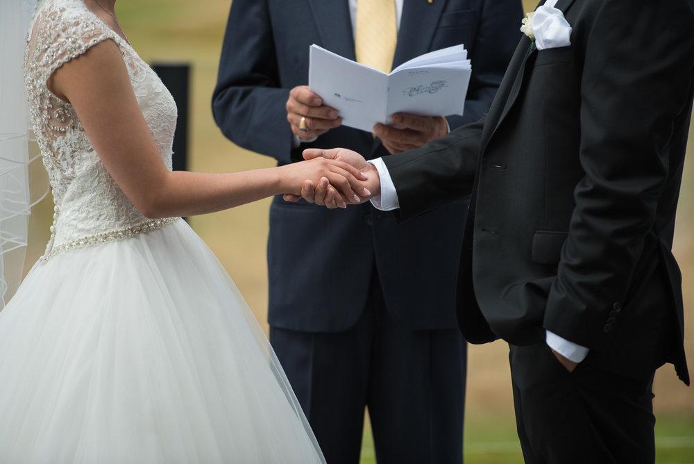 vancouver-island-wedding-photographers-golden-eagle-golf-course-wedding-12.jpg