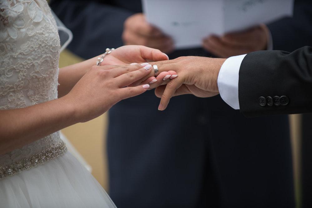 vancouver-island-wedding-photographers-golden-eagle-golf-course-wedding-15.jpg
