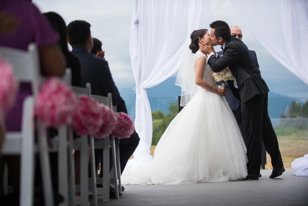 vancouver-island-wedding-photographers-golden-eagle-golf-course-wedding-16.jpg