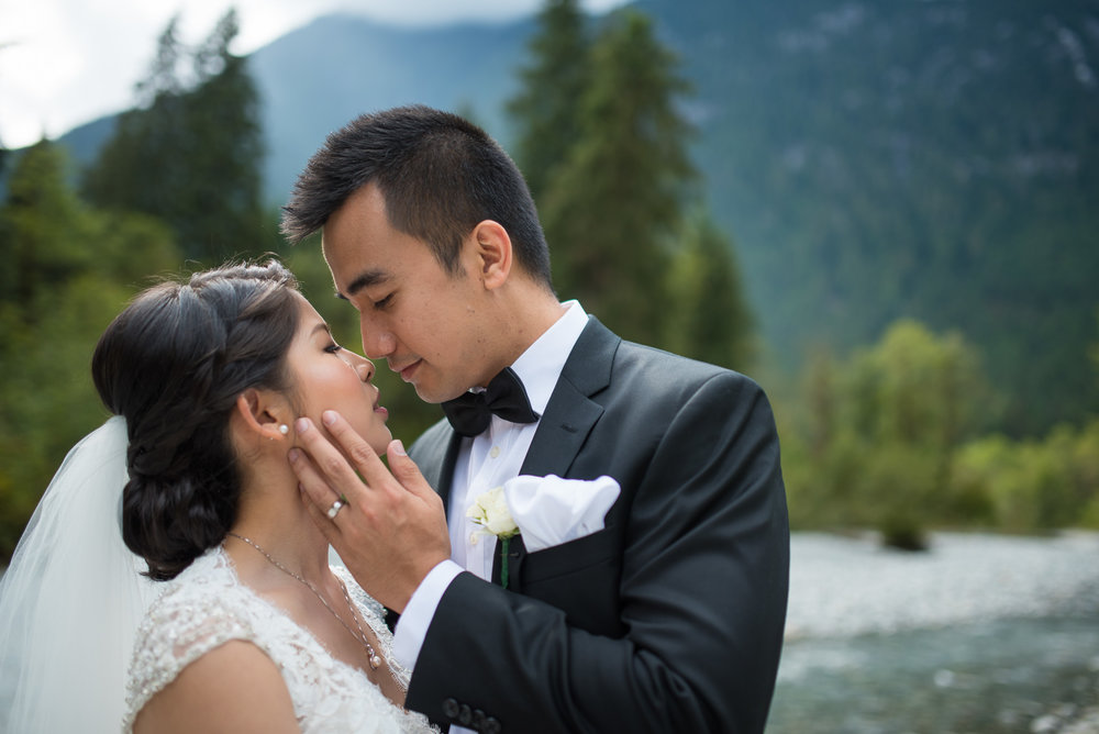 vancouver-island-wedding-photographers-golden-eagle-golf-course-wedding-26.jpg