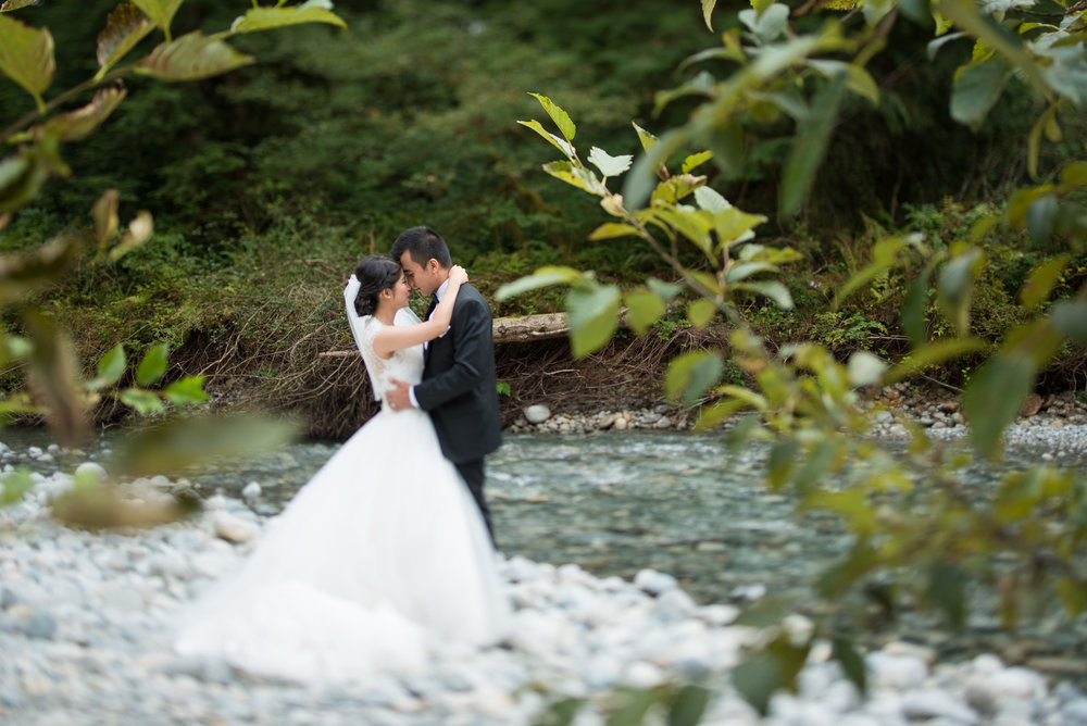 vancouver-island-wedding-photographers-golden-eagle-golf-course-wedding-25.jpg