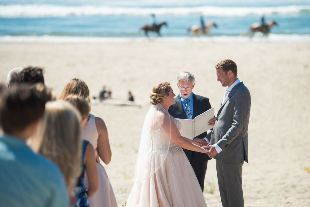victoria-wedding-photographers-cannon-beach-oregon-wedding-17.jpg