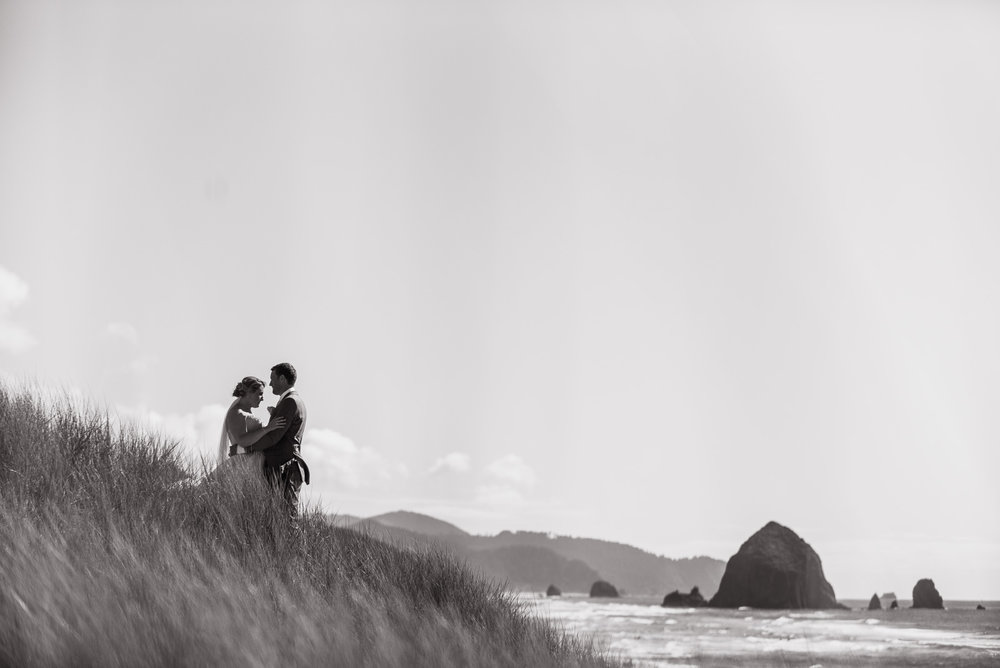 victoria-wedding-photographers-cannon-beach-oregon-wedding-31.jpg
