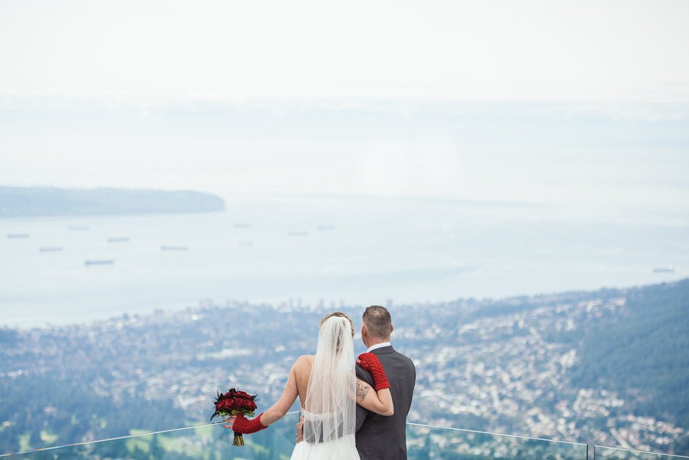 vancouver-island-wedding-photographers-grouse-mountain-winter-wedding-16.jpg