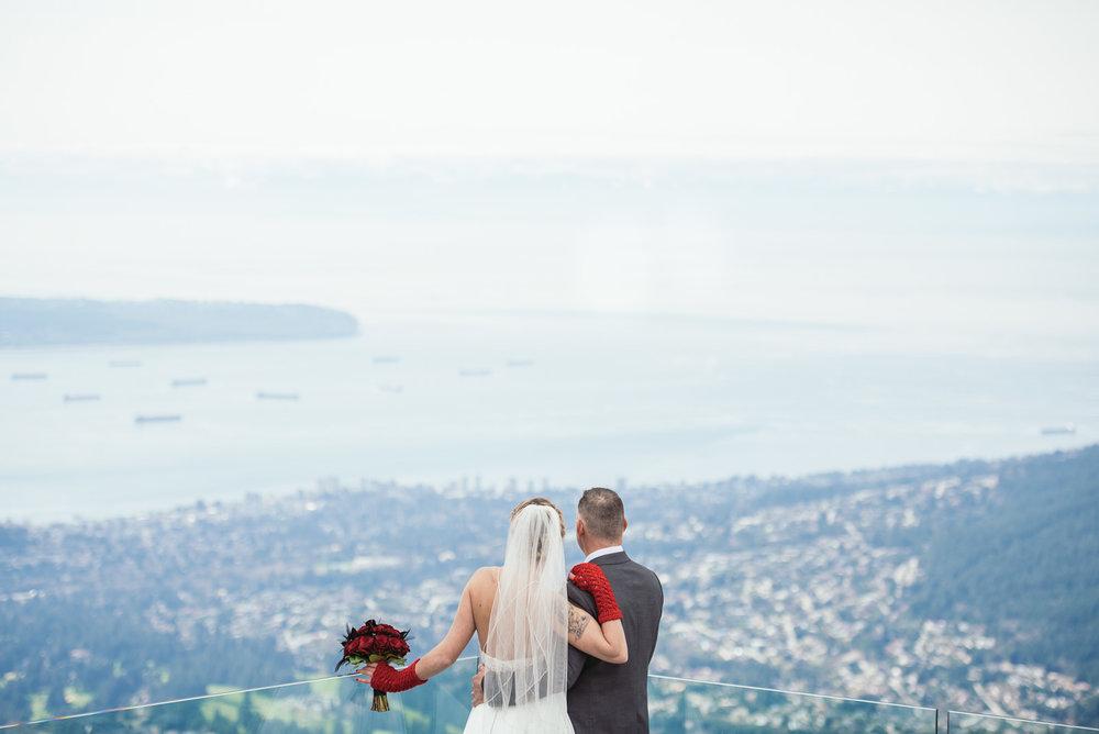 vancouver-island-wedding-photographers-grouse-mountain-winter-wedding-16.jpg