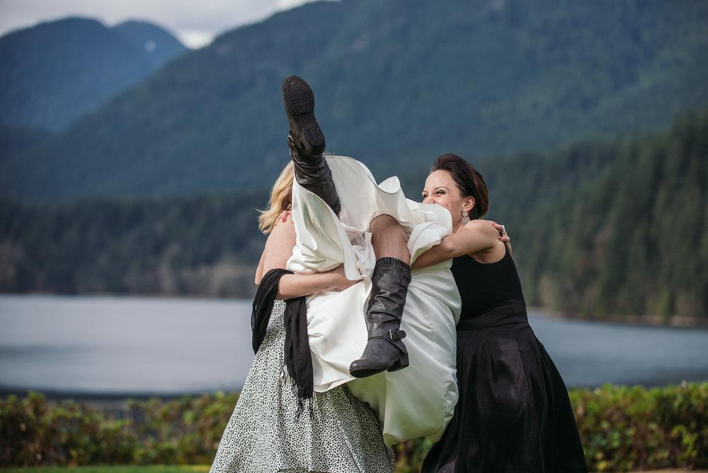 vancouver-island-wedding-photographers-grouse-mountain-winter-wedding-25.jpg