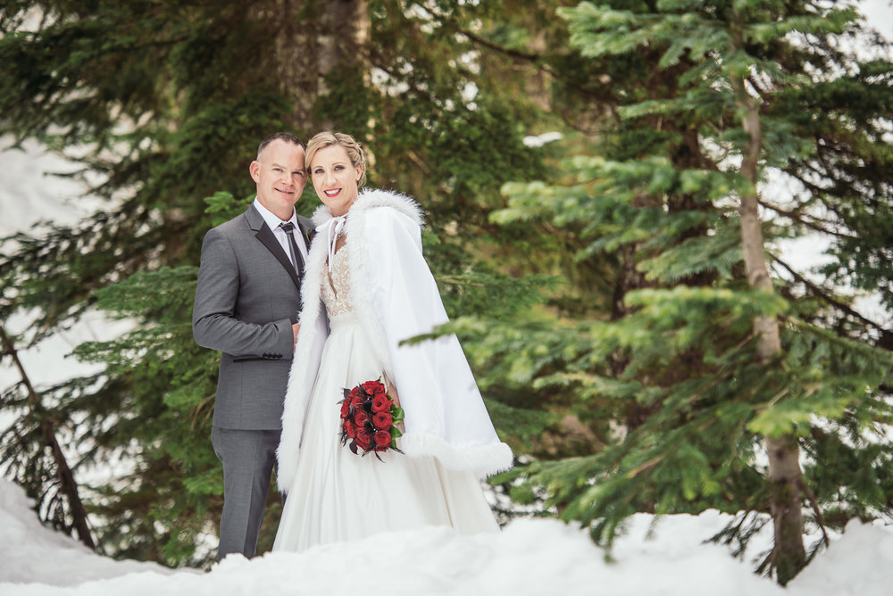 vancouver-island-wedding-photographers-grouse-mountain-winter-wedding-29.jpg