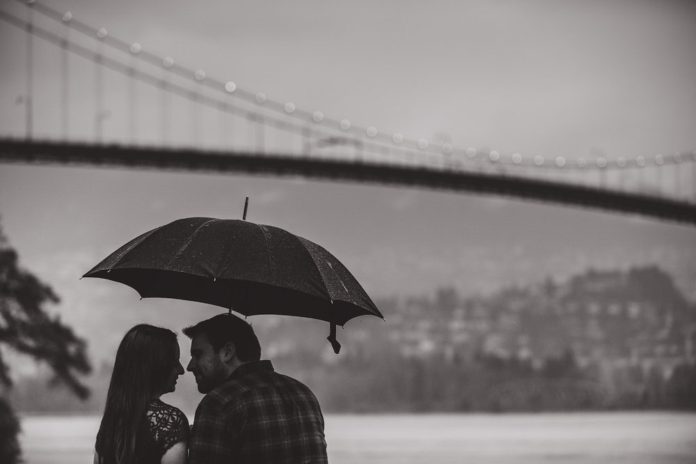vancouver-island-wedding-photographers-rainy-stanley-park-engagement-12.jpg
