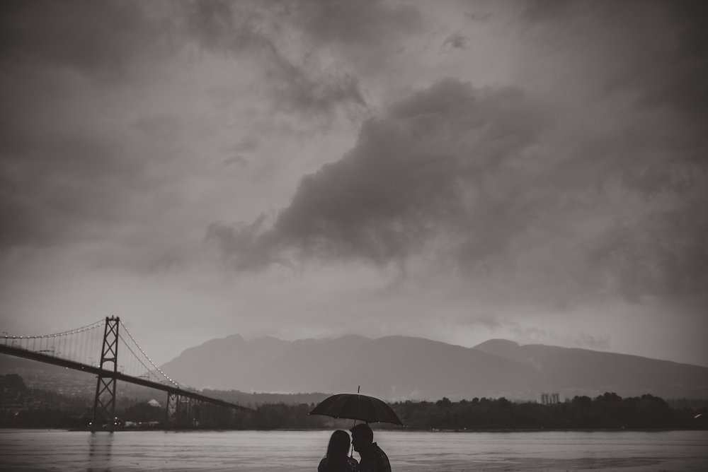 vancouver-island-wedding-photographers-rainy-stanley-park-engagement-13.jpg
