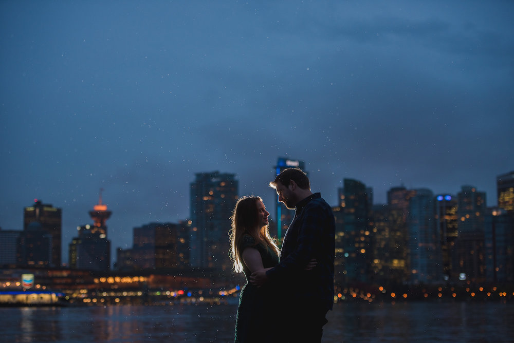vancouver-island-wedding-photographers-rainy-stanley-park-engagement-14.jpg