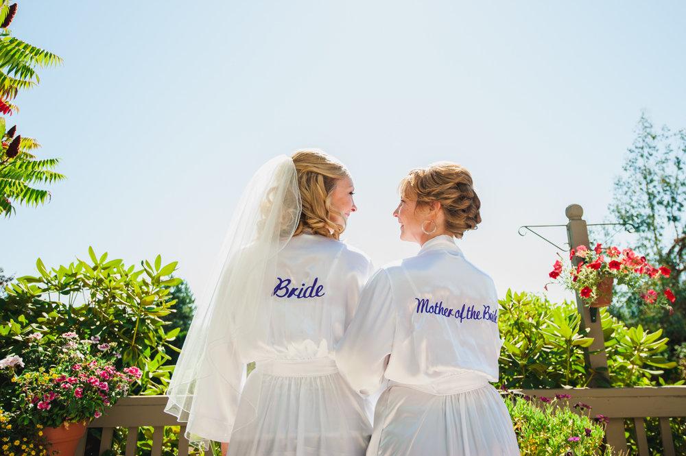 victoria-wedding-photographers-royal-colwood-golf-course-wedding-01.jpg