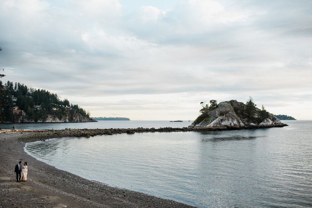 vancouver-island-wedding-photographers-whytecliff-park-engagement-15.jpg