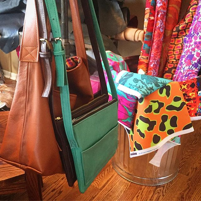 #jamiehandbags #studio • • • • • • #handcrafted #handmadegifts #makersmovement #localbusiness #smallbusiness #chicago #custommade #instagram #photooftheday #shopsmall #handbag #handbags #fashion #stylish #madeinamerica #style #madeinusa