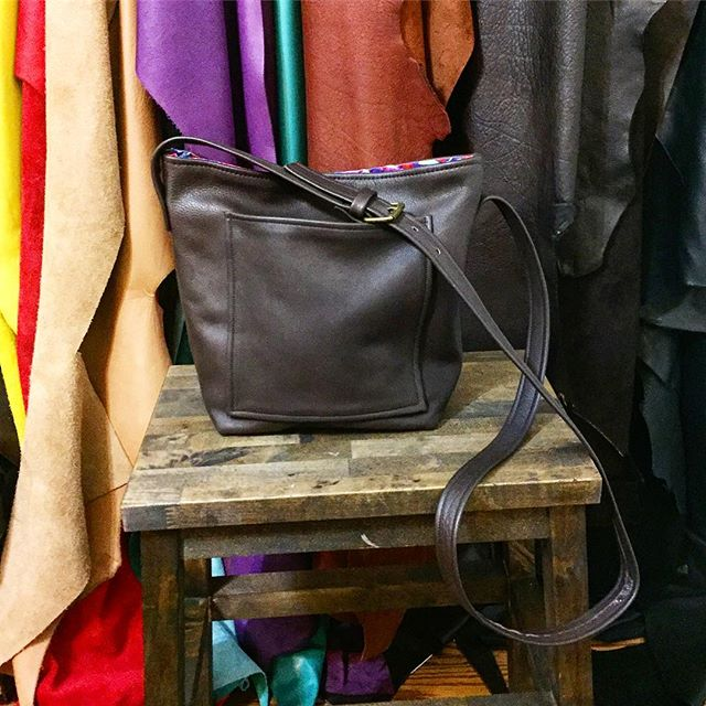 Medium Cross-Body Handbag  Ready to ship 📦 Shop Now at JAMIEHANDBAGS.COM • • • • • • #handcrafted #handmadegifts #makersmovement #localbusiness #smallbusiness #chicago #custommade #instagram #photooftheday #shopsmall #handbag #handbags #fashion #stylish #madeinamerica #style #madeinusa #jamiehandbags