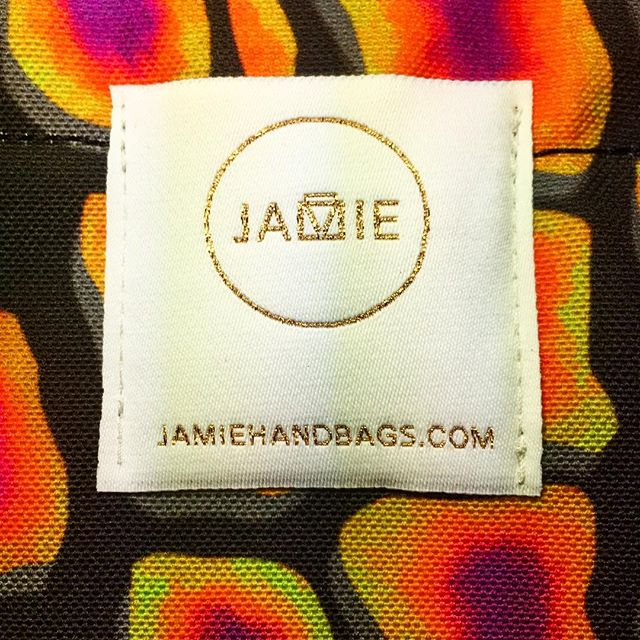 I ❤️ the sparkle this gold thread gives off  #label #jamiehandbags #cruzlabel #handbags #gold #sparkle