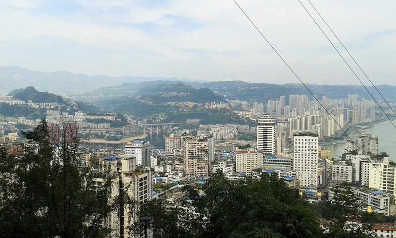 Uitsig oor die stad en die Yangtze rivier.