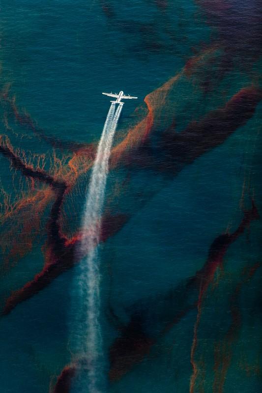 Daniel-Beltra-Spill-002-3-533x800.jpg