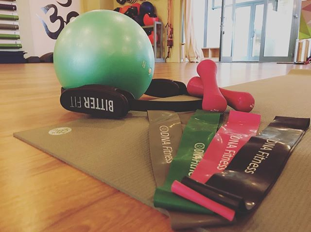 Pilates is offered throughout the week at our studio catering for all levels. We use props and tools to aid and assist to make the class accessible for all 🙏 . . . . . . #pilates #pilatesriyadh #riyadhpilates #studiolife #riyadhksa #props #tools #bands #magicring #strengthen #core #instagood #engage #instahealth #riyadhstudio #move #connections #instafit #fitfam #lengthen #warriors