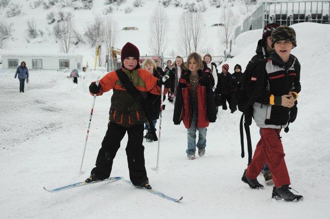 Ski_2_School_2.10-2_t670.jpg
