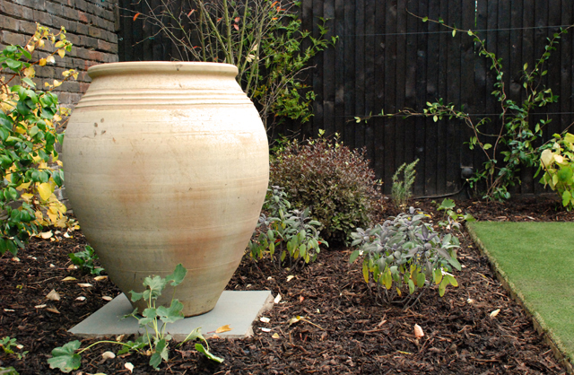 Greek-urn-in-Chiswick-garde.jpg