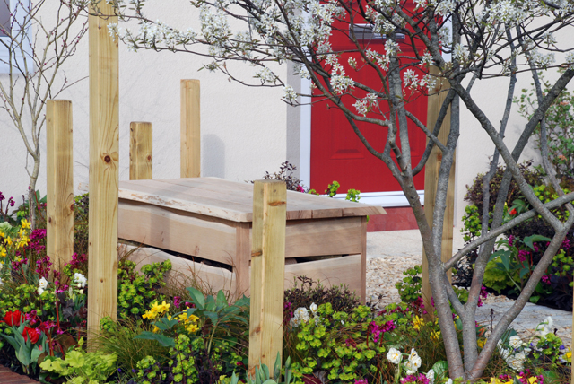 Oak bench Victoria Park Mazda A Front Garden designed by Lisa Cox Cardiff 2015.jpg