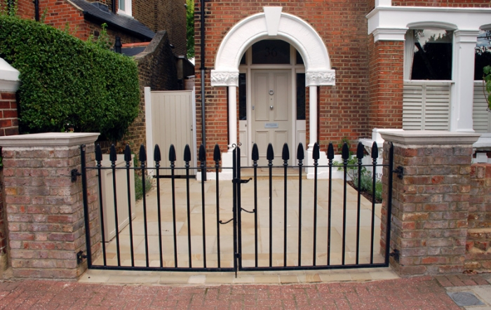 Front-garden-for-a-London-T.jpg