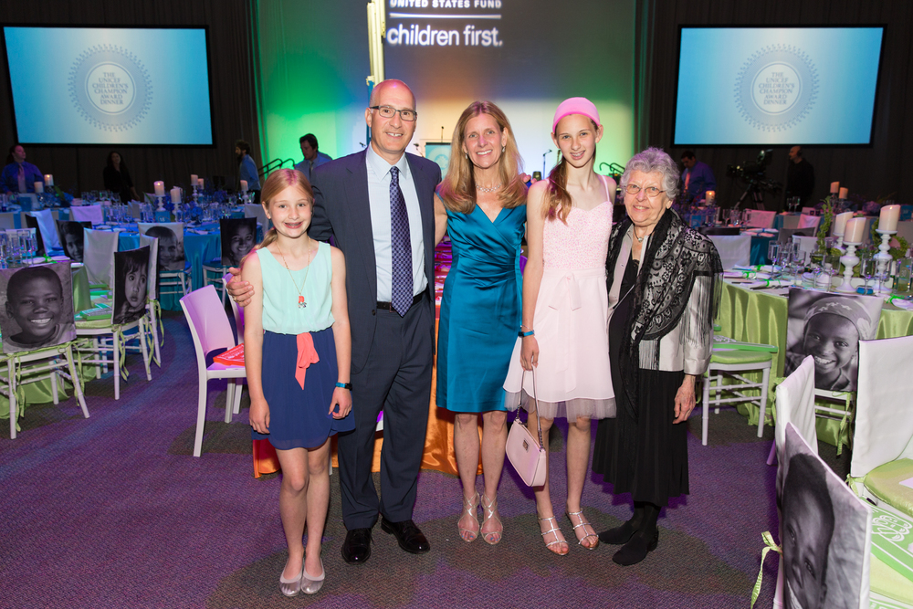Helenka Pantaleoni Humanitarian Award Recipient Kaia Miller Goldstein (c) with children Skyler and Annika Goldstein, husband Jonathan Goldstein and mother Jeanne Miller.  ©Michael Blanchard Photography