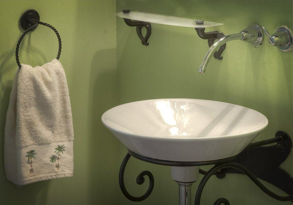 bathroom-389255_1280.jpg