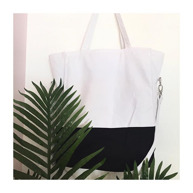 • Foldover Tote Bags • Can be worn 2 Ways • All handmade from durable canvas and available in lots of Two Tone colours • Come down to @netilmarket tomorrow to check them all out •