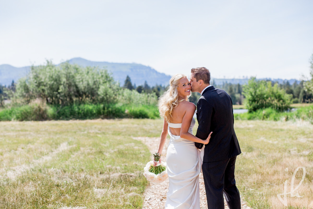 Bridalbliss.com | Portland Wedding | Central Oregon Event Planning and Design | Jessica Hill Photography | Zest Floral | Flip Flop Sounds