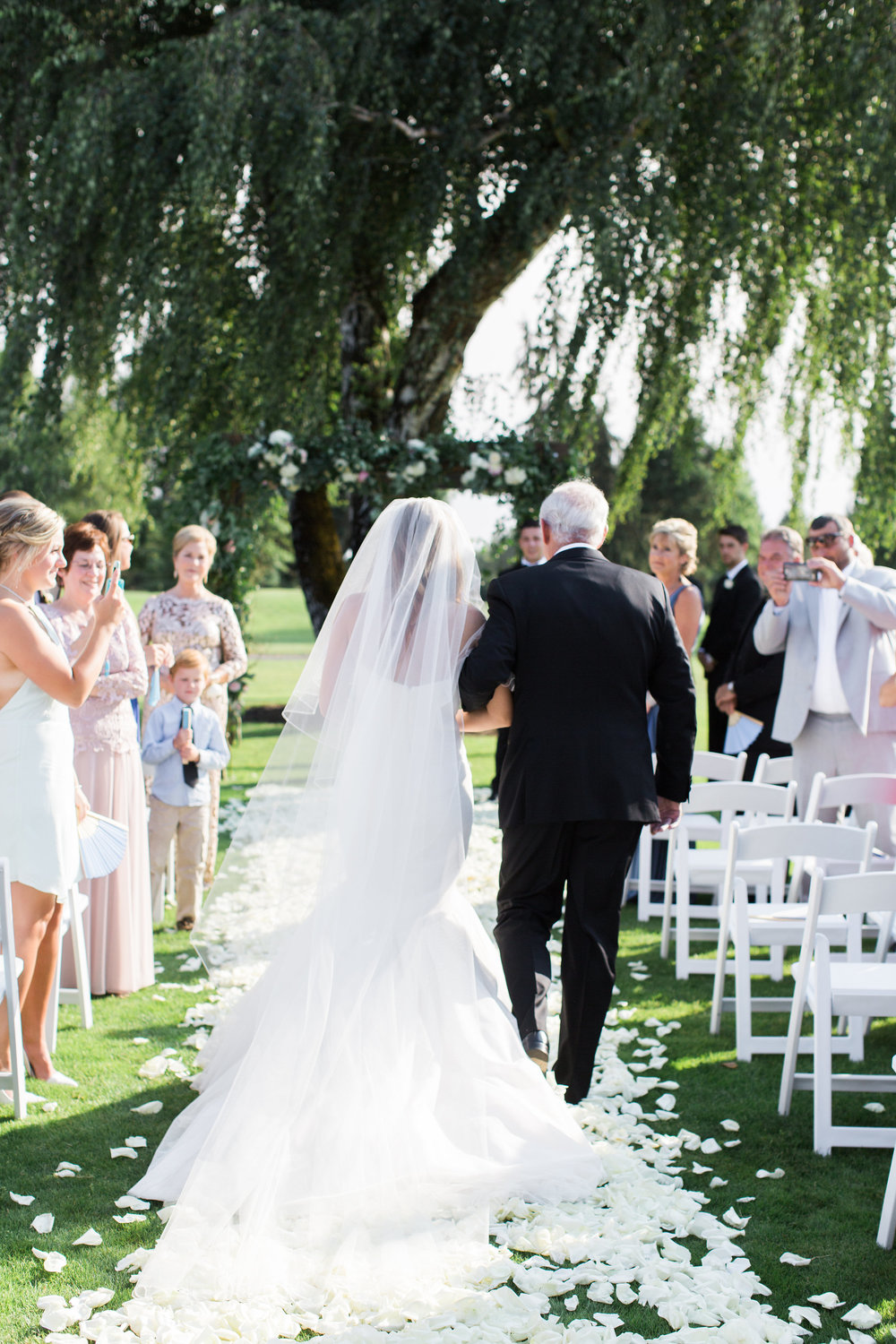 Bridalbliss.com | Eugene Wedding | Oregon Event Planning and Design | Amanda K Photography | Blum Floral