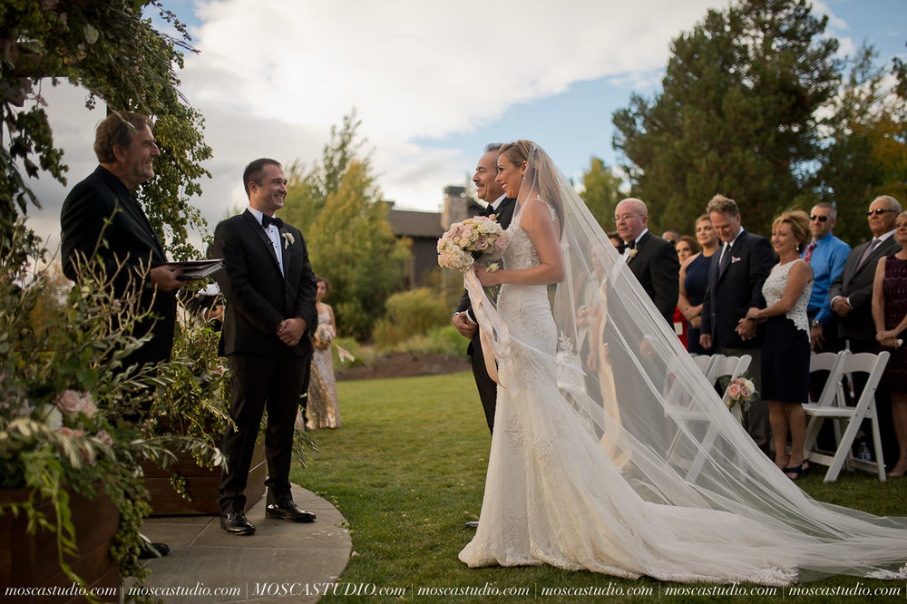 01351-moscastudio-kellyryan-sunriver-resort-wedding-20160917-SOCIALMEDIA (1).jpg
