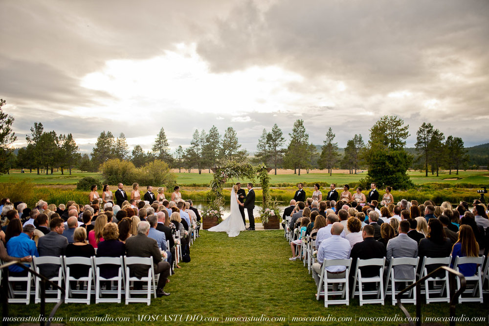 01368-moscastudio-kellyryan-sunriver-resort-wedding-20160917-SOCIALMEDIA (1).jpg