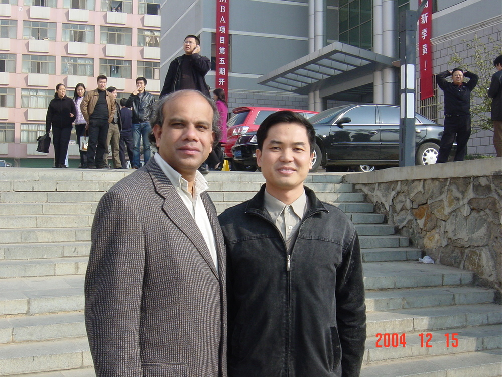 Dr. Gurumurthy Kalyanaram with Zeng of China.jpg