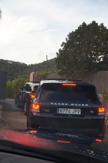 Black Range Rover motorcade