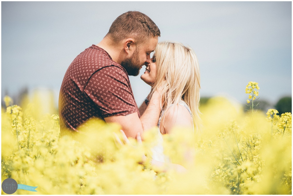 engagement-shoot-cheshire-wedding-photographer-lifestyler-spring-wedding-summer-wedding-love-couple-kiss-alvanley