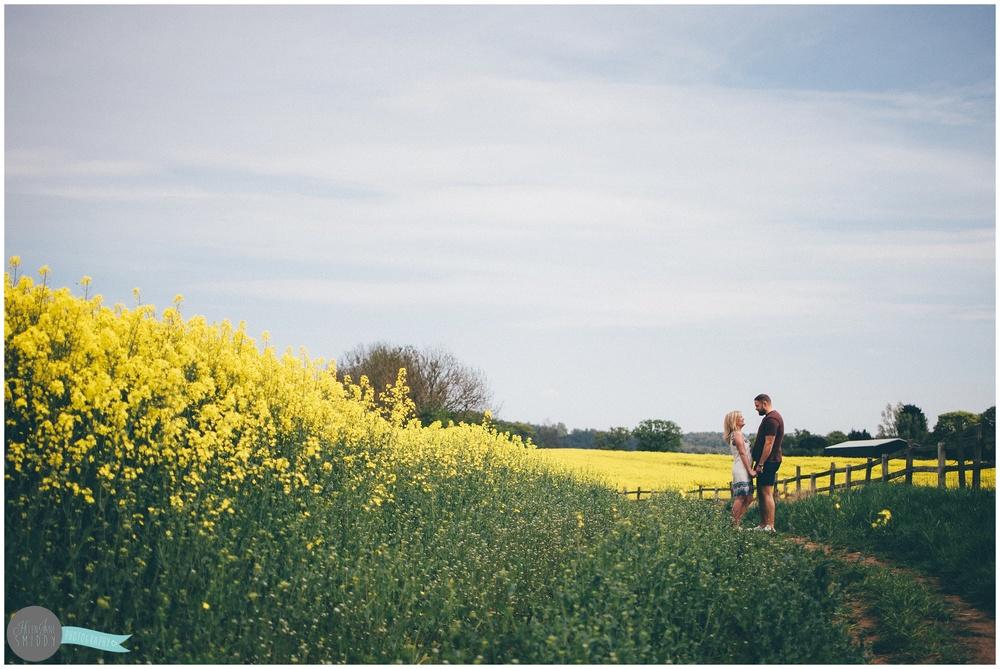 engagement-shoot-cheshire-wedding-photographer-lifestyler-spring-wedding-summer-wedding-love-couple-kiss-alvanley-kingsley-frodsham