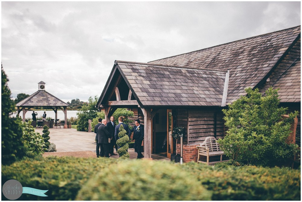 cheshire-cheshirewedding-cheshireweddingphotographer-cheshire-wedding-photographer-sandhole-oak-barn-sandholeoakbarn-wedding-photography-weddingphotography-bride-groom-brideandgroom-relaxed-rustic-wedding-sunflowers