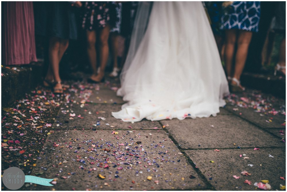 inglewoodmanor-inglewood-manor-cheshire-cheshirewedding-wedding-weddingphotographer-weddingphotography-cheshireweddingphotography-cheshireweddingphotographer-helenjanesmiddy-smiddy-photography-newlyweds-thorntonhough-confetti-confettishot