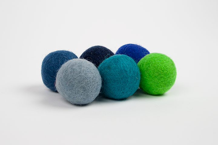 Extra pom pom blue and green (3cm) $5.00 CAD