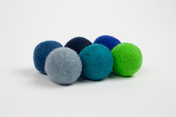 Recharge de pompons bleus et verts (3cm) $5.00 CAD