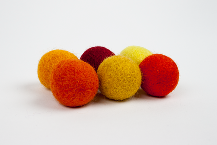 Extra pom pom yellow and red (3cm) $5.00 CAD