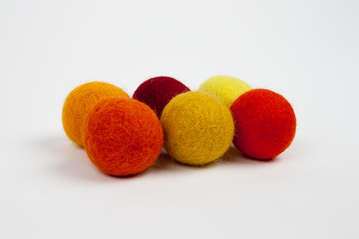 Recharge de pompons jaunes et rouges (3cm) $5.00 CAD