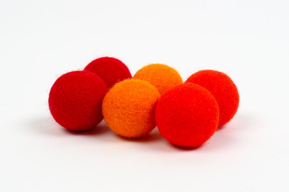 Recharge de pompons 3cm - les rouges  $5.00 CAD