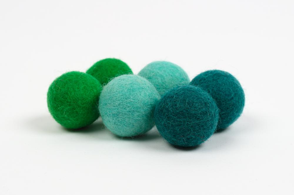 Extra pom pom - green (3cm) $5.00 CAD