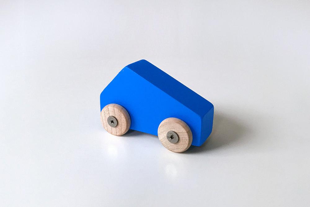 Petite voiture bleue $9.00 CAD