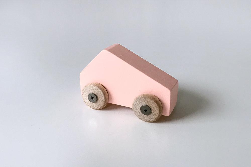 Petite voiture rose $9.00 CAD