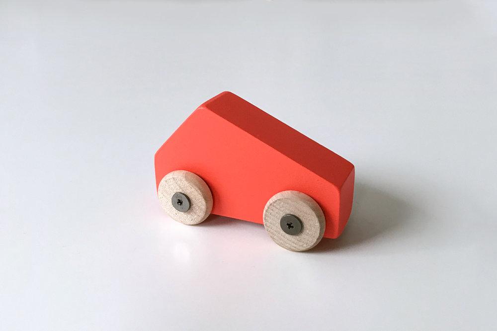 Petite voiture rouge $9.00 CAD